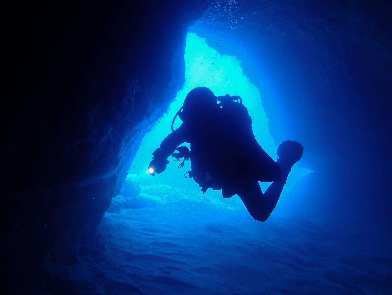 Santa Maria Caves Comino